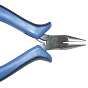Chain nose plier with ergonomic grip